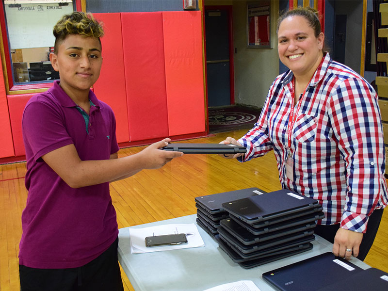 Chromebooks Create Modern Learning Community in Amityville