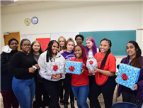 High School Students Play Santa for Amityville Kids photo thumbnail144139